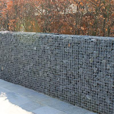 Aralea - omheining - steenkorven